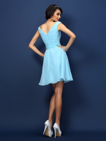 A-Line/Princess Sleeveless Pleats Bowknot Short/Mini V-neck Chiffon Bridesmaid Dresses