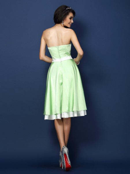 A-Line/Princess Sleeveless Knee-Length Strapless Elastic Woven Satin Bridesmaid Dresses