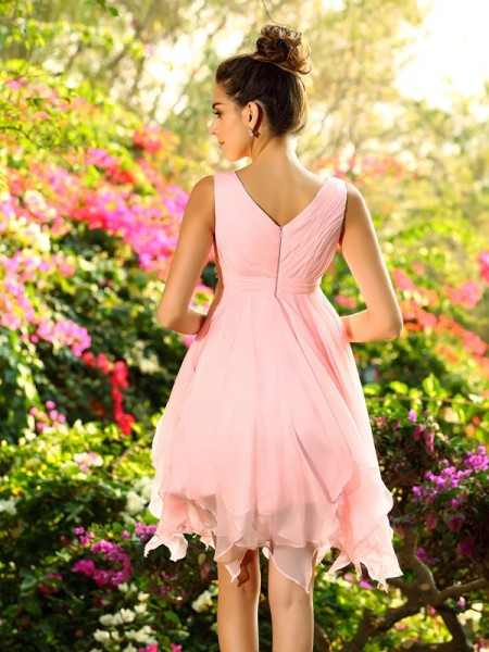 A-Line/Princess Sleeveless Ruffles Knee-Length V-neck Chiffon Bridesmaid Dresses