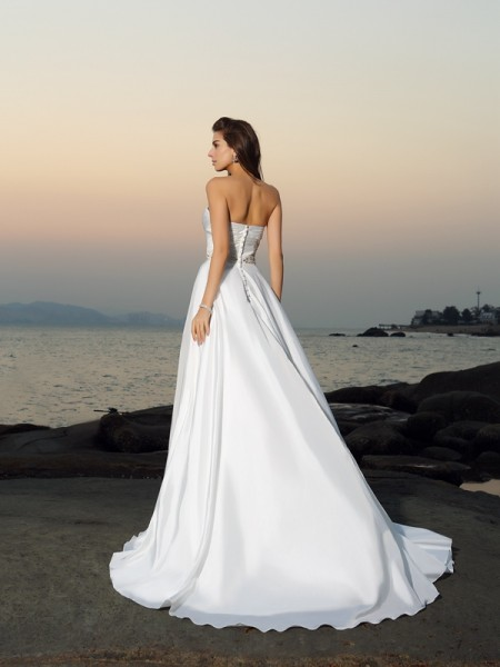 A-Line/Princess Sleeveless Chapel Train Beading Taffeta Sweetheart Wedding Dresses