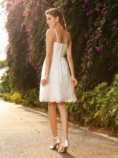 A-Line/Princess Sleeveless Knee-Length Applique Lace Spaghetti Straps Wedding Dresses