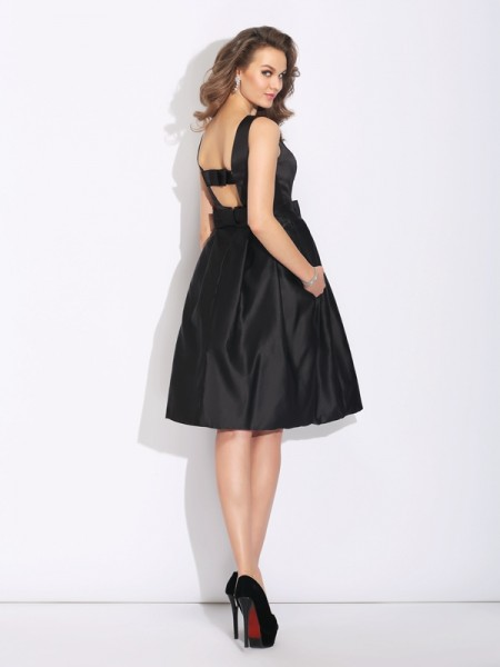 A-Line/Princess Bowknot Short/Mini Bateau Sleeveless Satin Cocktail Dresses