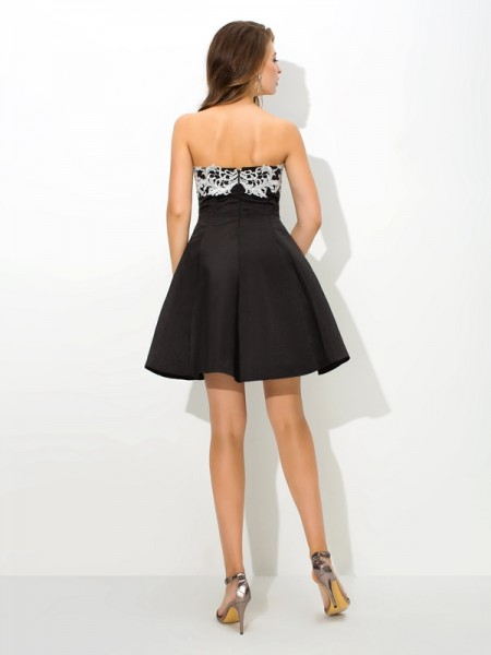A-Line/Princess Applique Short/Mini Strapless Sleeveless Satin Cocktail Dresses