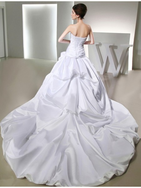 Ball Gown Beading Applique Satin Sleeveless Chapel Train Strapless Wedding Dresses