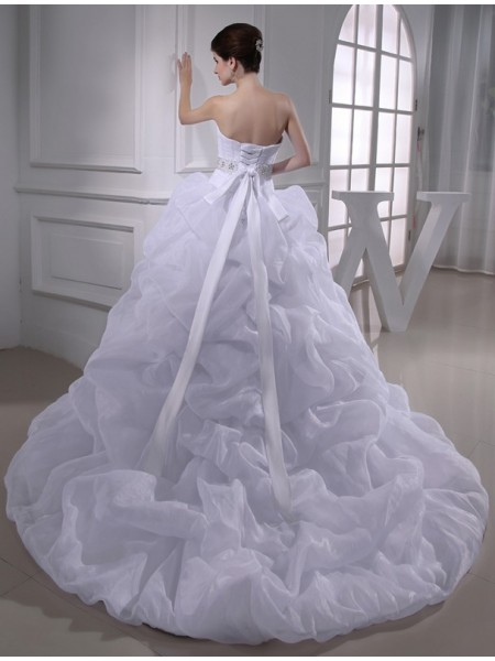 Ball Gown Beading Organza Sleeveless Chapel Train Sweetheart Wedding Dresses