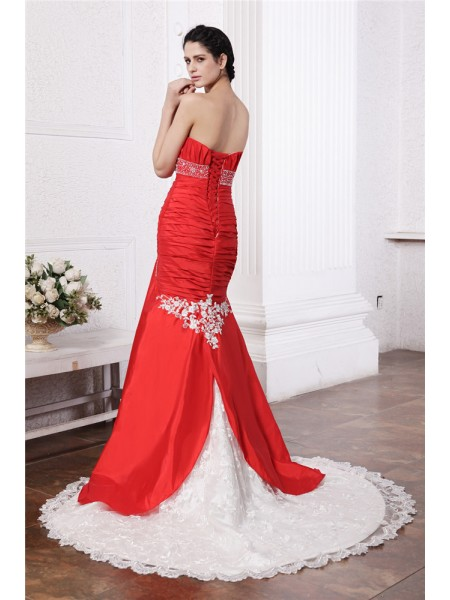 Trumpet/Mermaid Beading Applique Lace Taffeta Sleeveless Court Train Strapless Wedding Dresses
