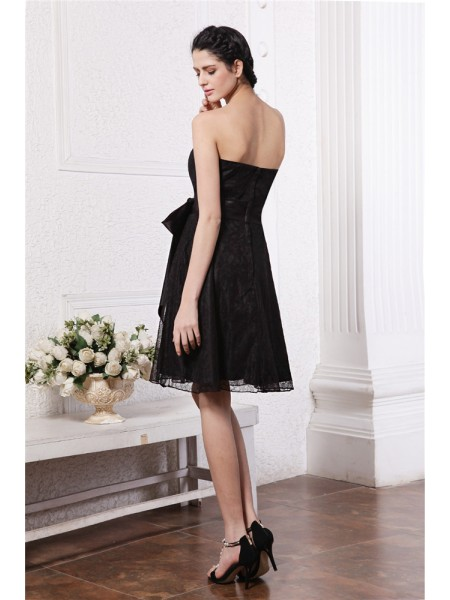 A-Line/Princess Sash/Ribbon/Belt Lace Sleeveless Knee-Length Sweetheart Bridesmaid Dresses
