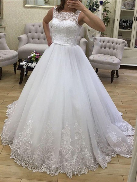 Ball Gown Tulle Applique Scoop Sleeveless Court Train White Wedding Dresses