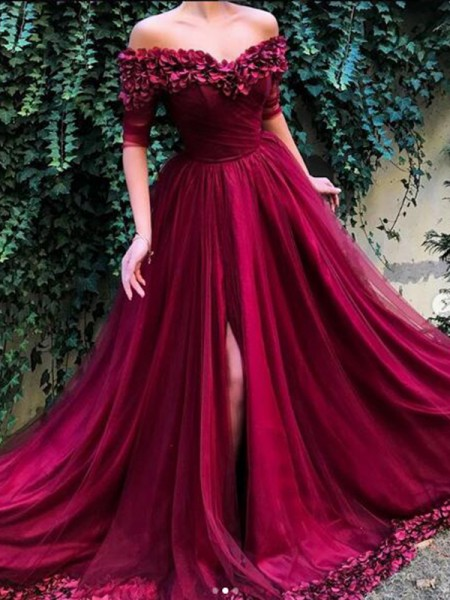 A-Line/Princess Off-the-Shoulder Tulle Sweep/Brush Train 1/2 Sleeves Dresses