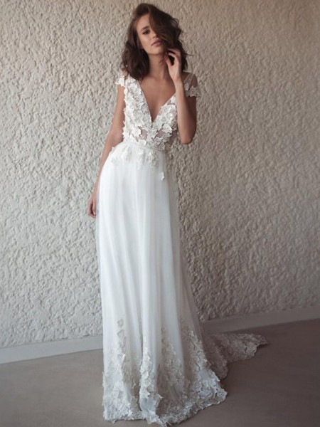 A-Line/Princess V-neck Sweep/Brush Train Applique Sleeveless Tulle Wedding Dresses