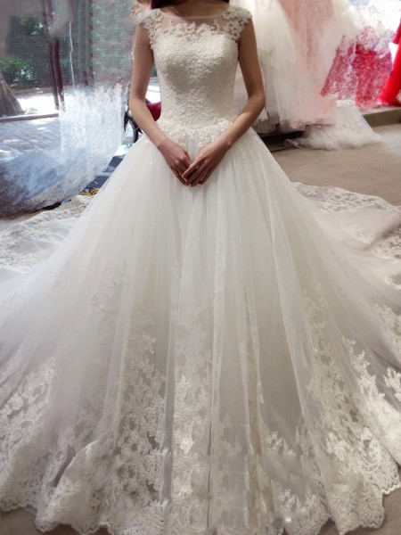 Ball Gown Chapel Train Tulle Sleeveless Bateau Applique Wedding Dresses