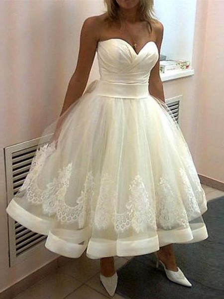 Ball Gown Applique Sweetheart Tulle Tea-Length Wedding Dress